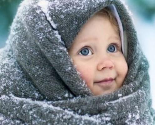 Kind mit Decke